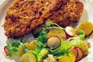 Salata Ve Hindi Şnitzel