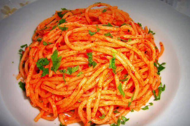 Fesleğenli Domatesli Spaghetti Tarifi
